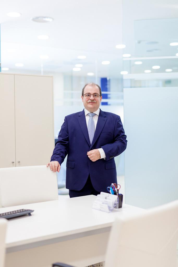 Dr Carlos Laria